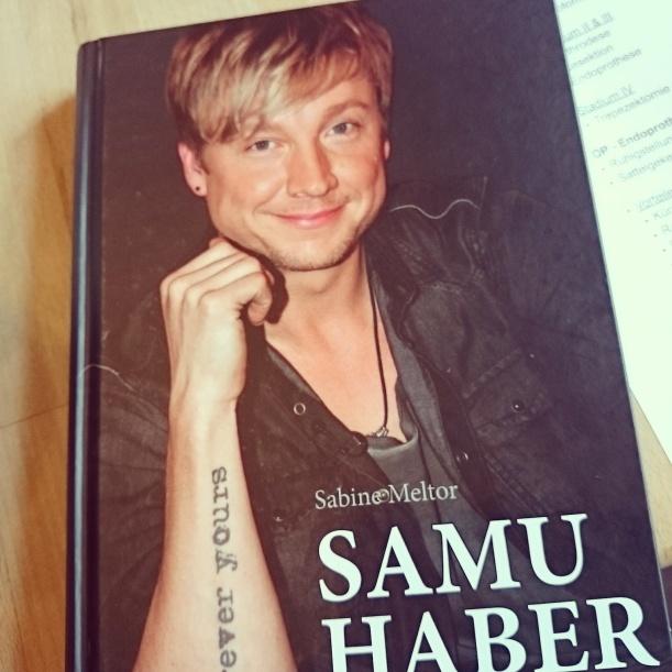 Neues Buch angefangen und trotz Lernstress fertig gelesen :)
