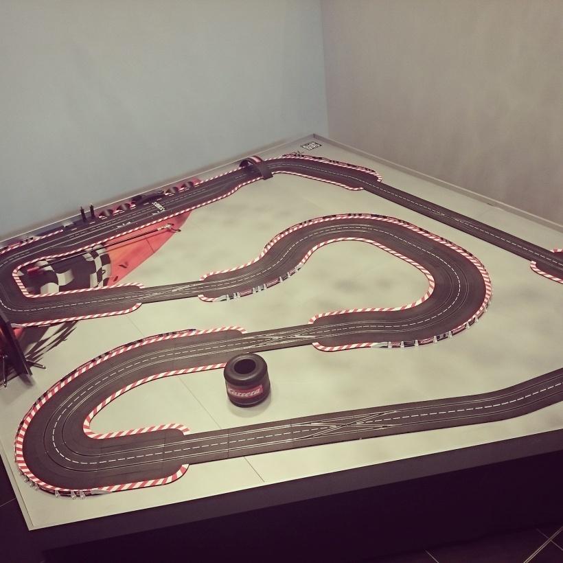 Eine Carrera Bahn haben wir auch gefunden, natürlich in Red Bull Ring Form :)