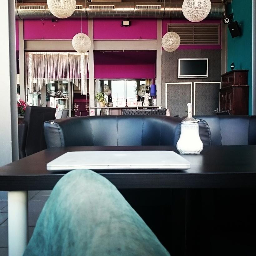 Hab mit der Recherche für meine erste Bachelor Arbeit angefangen. Wo geht das besser, als im Stammcafé?