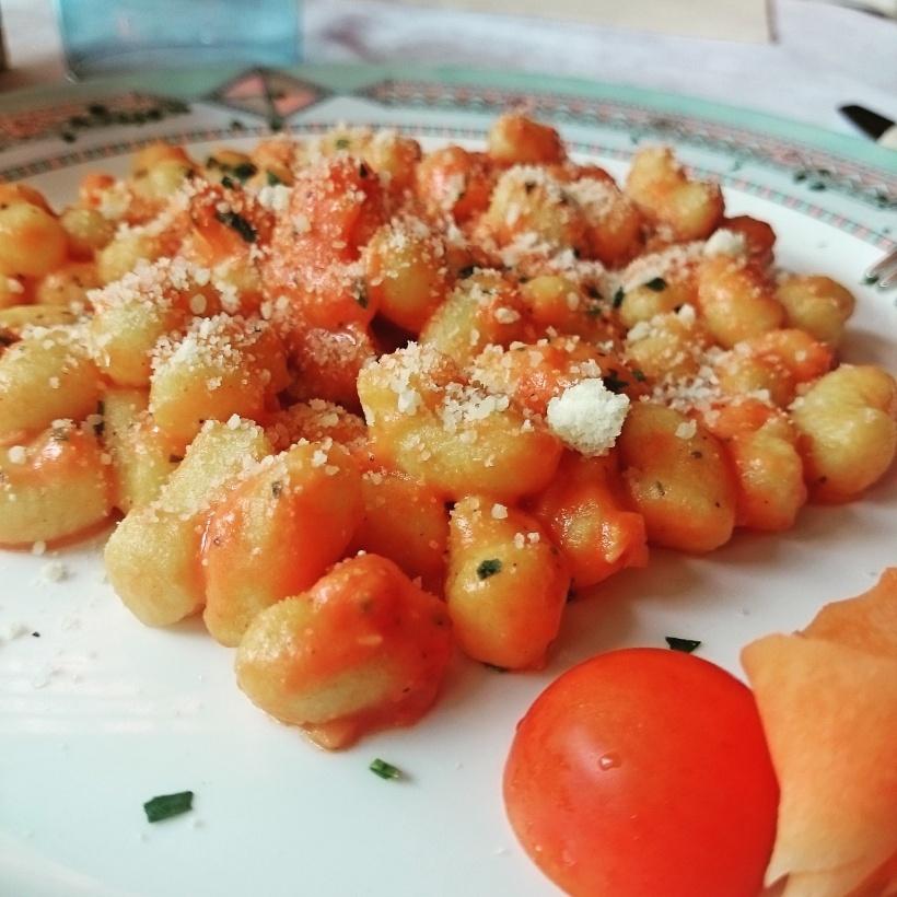 In Italien angekommen hatten wir Hunger, von daher musste Essen her: Gnocchi mit Lachs :)