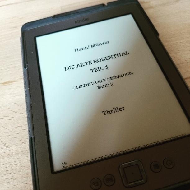 Ein Buch ausgelesen und schon das nächste begonnen. Ich liebe diese Autorin mittlerweile :)