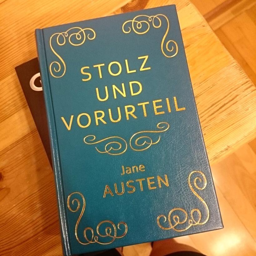 In Wien habe ich dann auch einen Buchladen entdeckt, der unter anderem in Leder eingebundene Bücher hatte. Na, was musste wohl mit?