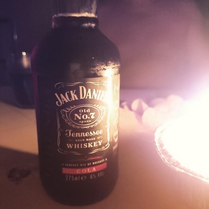 Für meine Eltern, Stefan und mich ging es am Wochenende in den Urlaub nach Bibione. Jack Daniels Cola am Balkon :)
