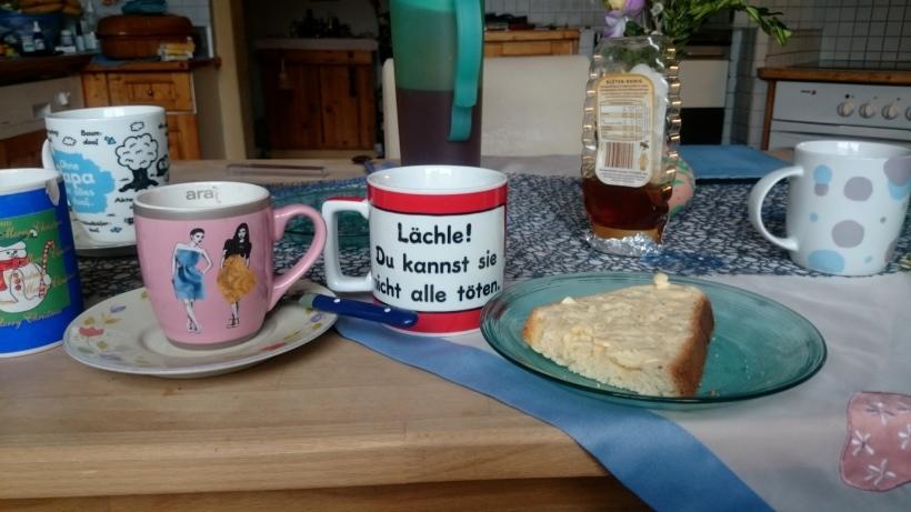 Frühstück gab es natürlich mit Tee, Kaffee und Osterpinze :)